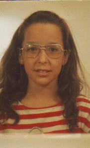 Inma niña gafas