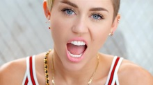 Miley-Cyrus-Is-Singing-to-Who1